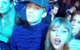 Taylor Swift và người yêu điển trai hết nhảy tình tứ lại ôm hôn nhau giữa concert
