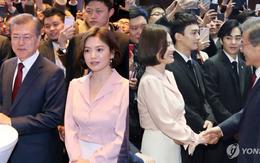 Sự kiện tầm cỡ đầu tiên hậu hôn lễ thế kỷ: Song Hye Kyo lột xác so với hôm qua, đẹp đến mức khiến EXO liếc nhìn