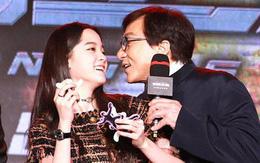 """Mặc chỉ trích nhiều lần, Thành Long tiếp tục có hành động thân mật với """"thần đồng âm nhạc"""" 17 tuổi"""