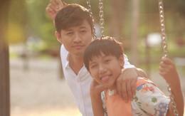 """Quý Bình kể chuyện nuôi con đơn thân trong phim do biên kịch """"Tôi thấy hoa vàng trên cỏ xanh"""" chắp bút"""