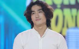 """Xuất hiện chàng diễn viên tóc dài điển trai, hát hay gây sốt """"Giọng ải giọng ai"""""""