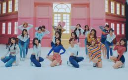 """Vừa được khen """"trâu bò"""" nhất Kpop 2017, TWICE nhá hàng MV thứ 5 trong năm"""