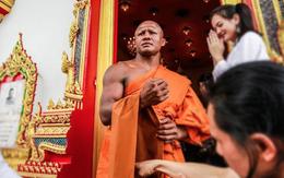 """Vì sao """"Thánh Muay Thái"""" Buakaw bất ngờ xuống tóc đi tu?"""
