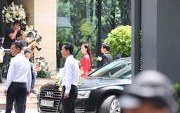 Xe đón dâu về đến nhà Trung Tín, Đặng Thu Thảo chính thức trở thành phu nhân thiếu gia giàu có nổi tiếng Sài Thành