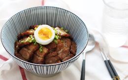 Người Hàn làm như thế nào mà món thịt áp chảo chiên ngon đến vậy?