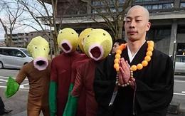 """Mặc áo cử nhân xưa rồi, ở Nhật người ta cosplay """"bựa"""" trong ngày tốt nghiệp cơ"""