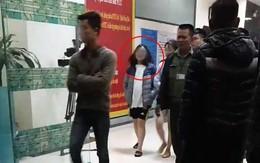 Vụ bé sơ sinh nghi bị ném ở chung cư Linh Đàm: Công an niêm phong nhà, đưa hai cô gái trẻ từ tầng 31 đi trong đêm