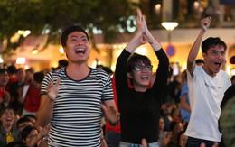 Cổ động viên cả nước vỡ òa cảm xúc trước bàn thắng của Anh Đức nâng tỷ số lên 2-0