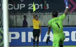 Trọng tài Thái Lan phải đổi avatar Facebook thành màu đen, khóa comment để tự vệ trước cuộc tấn công của fan Việt