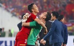 Vô địch AFF Cup 2018, thủ thành Văn Lâm òa khóc rưng rức khi ăn mừng cùng Quế Ngọc Hải