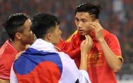"""Vô địch AFF Cup 2018, nhưng hành động này cho thấy Văn Hậu vẫn """"mãi mãi"""" tuổi 19 thôi!"""