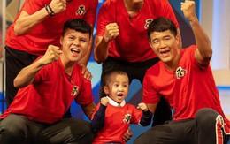Quang Hải hoàn thành lời hứa mang cúp vàng vô địch về cho Tom - cậu bé 4 tuổi mắc ung thư não