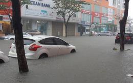Đà Nẵng ngập chưa từng có trong lịch sử: Phố biến thành sông, xe cộ và nhà dân ngập sâu trong biển nước