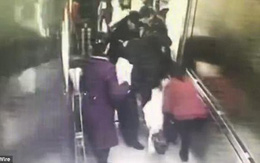 Clip: Vừa có cơn đau đẻ được 3 phút, thai phụ đã sinh con ngay trong thang máy bệnh viện