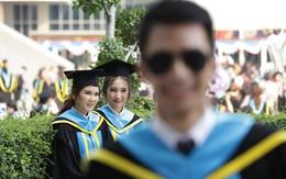 """Nhờ bạn thân chụp bộ ảnh tốt nghiệp, anh chàng trở thành """"nam phụ"""" mờ nhạt chỉ vì một lý do bất ngờ"""