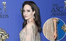 """Angelina Jolie xuất hiện lộng lẫy như nữ thần, nhưng """"mất điểm"""" vì cánh tay xương xẩu nổi đầy gân"""