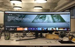 """Màn hình cực """"dị"""" dài bằng cả mặt bàn này sẽ hiển thị các trang web như thế nào?"""