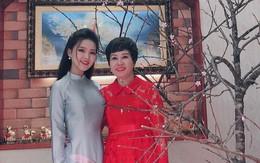 Đầu năm, lại nịnh nọt với loạt ảnh mẹ xinh đẹp, đi với con trẻ như 2 chị em