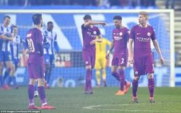 Chơi thiếu người, Man City bị đá văng khỏi FA Cup