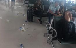 Cảnh tượng rác vương vãi khắp lối đi sân bay Vinh ngày đầu năm mới khiến dân mạng lắc đầu ngán ngẩm