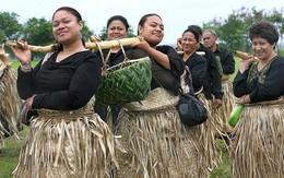 Ghé thăm Tonga, nơi phụ nữ phải béo mới đẹp, chồng đi chơi về muộn là lấy gậy tre ra... đánh