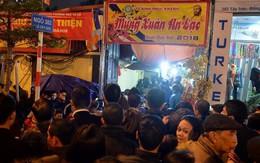 Tổ Đình Phúc Khánh đông nghẹt ngày giải hạn, người dân đứng trên cầu vượt Ngã tư Sở vái vọng vì không chen vào được