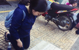 Xôn xao hình ảnh nữ sinh viên quỳ gối bên đường xin lại giấy tờ sau khi bị mất ví trên xe buýt ở Sài Gòn