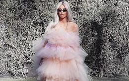 Tạm biệt đồ bó sát hở bạo, Kim Kardashian vẫn đẹp nức lòng trong chiếc váy bồng công chúa