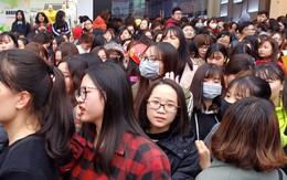 Hà Nội: Cửa hàng mỹ phẩm tặng miễn phí hàng nghìn thỏi son, nam thanh nữ tú chen lấn vào nhận và mua hàng
