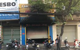 TP.HCM: Hỏa hoạn bất ngờ tại tiệm túi xách lúc rạng sáng, 3 người mắc kẹt chạy lên tầng cao kêu cứu