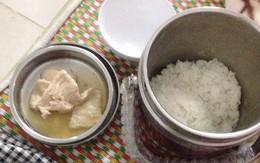 Phàn nàn bữa cơm cữ mẹ chồng nấu vỏn vẹn vài lát thịt rim lõng bõng nước, nàng dâu trẻ bị mắng tơi bời