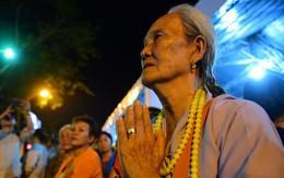 Hàng nghìn người dân đứng bên đường đưa tiễn linh cữu nguyên Thủ tướng Phan Văn Khải