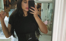Hóa ra đây là bí quyết siết chặt eo để có body đồng hồ cát sau khi sinh của Kylie và chị em Kardashian