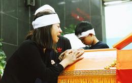 Chị gái khóc ngất trong lễ tang chiến sĩ PCCC hy sinh trên đường đi cứu nạn ở cao tốc Pháp Vân
