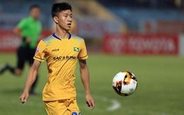 Phan Văn Đức U23 dứt điểm trúng cột dọc trong trận hòa của SLNA