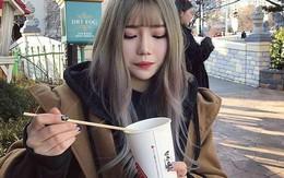 Được chàng trai rủ đi ăn cùng đám bạn nhưng lại say sấp mặt, cô gái phải trả tiền rồi ấm ức hỏi: Mọi người nghĩ sao?