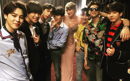 """Trong khi fan """"chiến"""" nhau ì xèo, Taylor Swift lại khoe ảnh thân thiết bên BTS đây này!"""