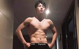 """Mặc quần trong khoe 6 múi, mỹ nam nhà YG lại """"lồ lộ"""" bộ phận nhạy cảm đến mức thành viên cùng nhóm cũng bị sốc"""