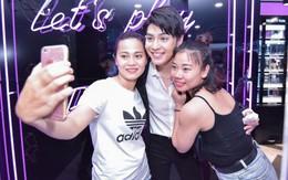Noo Phước Thịnh toát mồ hôi trong vòng vây fan Hà Nội