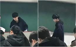 """Chỉ sau 1 bức ảnh trông thi, thầy giáo trẻ bỗng nổi như cồn với biệt danh """"Hà Dĩ Thâm phiên bản đời thực"""""""