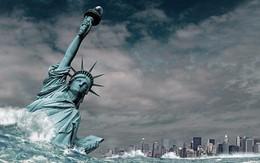 """Sức mạnh của sóng biển: Tảng đá nặng gấp hai lần tượng Nữ thần Tự do cũng """"gục ngã"""""""