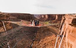 Cặp đôi liều mạng tổ chức đám cưới bên vách núi, ai xem ảnh xong cũng muốn tới tham dự