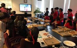 Chùm ảnh: Nhiều nhân viên văn phòng tập trung, cùng hò reo cổ vũ cho đội tuyển U23 Việt Nam trong trận bán kết lịch sử