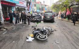 """Hà Nội: Ô tô """"điên"""" gây tai nạn liên hoàn, cụ bà bán hàng rong bị đâm tử vong"""
