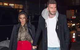 Vợ chồng Beckham xuất hiện sang chảnh ngút ngàn trên phố, không hổ danh cặp đôi đẳng cấp nhất thế giới!