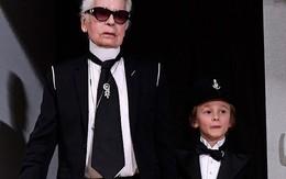 """Cuộc sống xa hoa của """"Hoàng tử nhí"""" làng thời trang, con trai nuôi huyền thoại Karl Lagerfeld"""