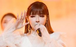 Park Bom hát hit mới ngoài đường, fan xúc động với chi tiết chứng minh cô vẫn chờ ngày 2NE1 tái hợp