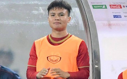 Quang Hải vỗ tay phấn khích vì bàn thắng của Hà Đức Chinh