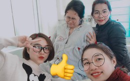 Đừng đi đẻ khi lũ bạn còn FA: Bà bầu nhăn mặt đau đớn còn 3 cô bạn thân vây quanh cười hớn hở chụp ảnh selfie
