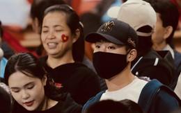 Duy Mạnh và bạn gái tin đồn của Văn Hậu tới sân Mỹ Đình, âm thầm cổ vũ U23 Việt Nam thi đấu.